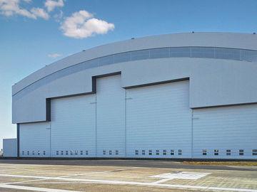 電気スライドのドアが付いているプレハブのカーブの屋根ふきシステム鋼鉄航空機の格納庫